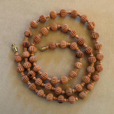 autres bijoux collier santal sculpté